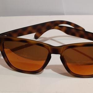 Gorgeous light weight sunski sunglasses